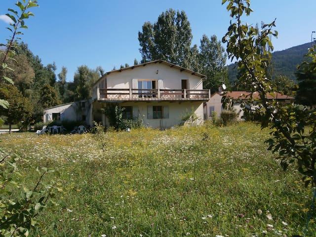 spacieux appartement - カステラーヌ (Castellane) - 一軒家