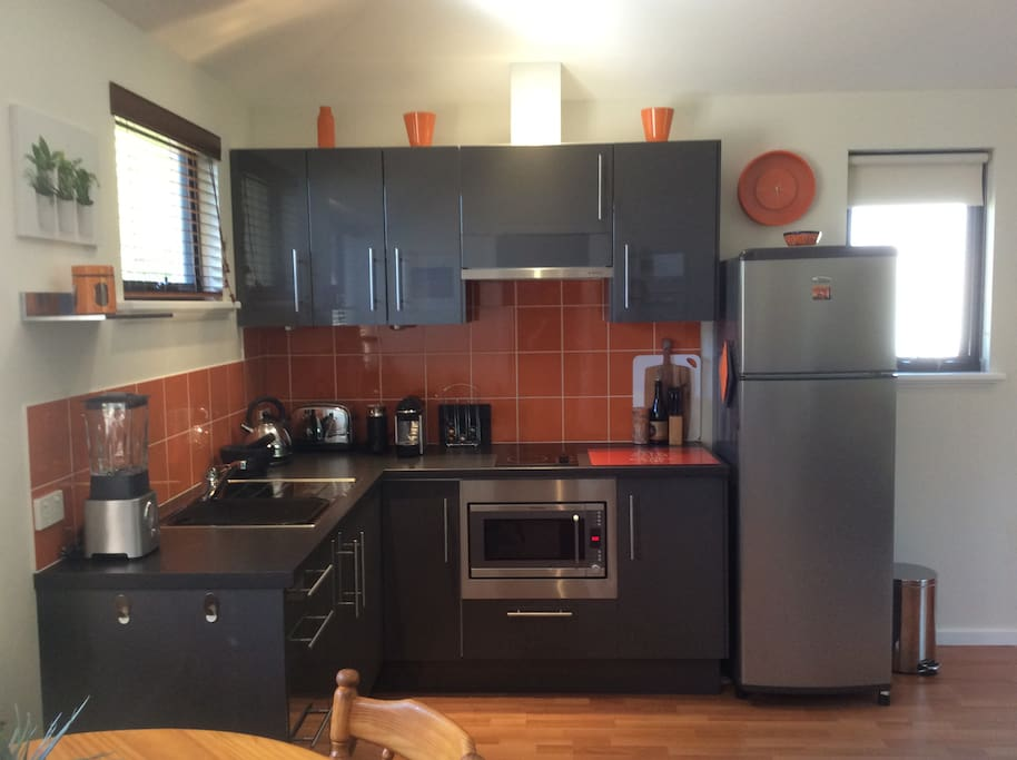 Fruit juicer and Nespresso coffee maker (coffee pods provided) available for guests