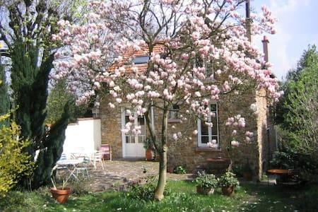 Chambre dans maison avec jardin - La Celle-Saint-Cloud - Hus