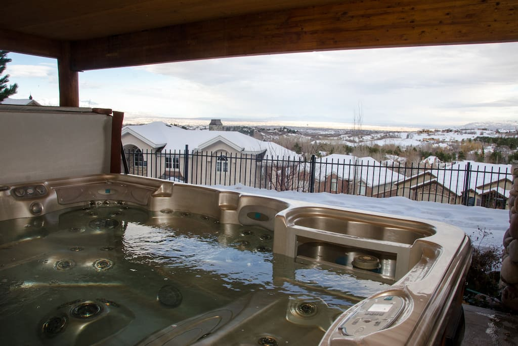 Hot Tub with a view of city