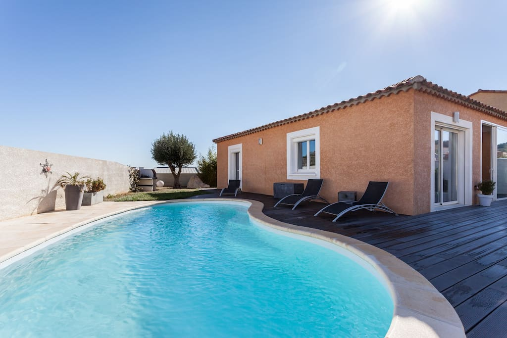Villa 8 couchages avec piscine villa 39 s te huur in for Piscine narbonne