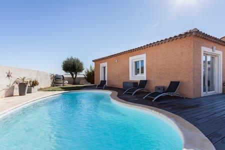 Villa 8 couchages avec piscine - ナルボンヌ