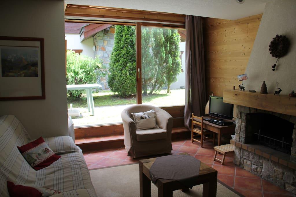 Salon et accès direct à la terrasse