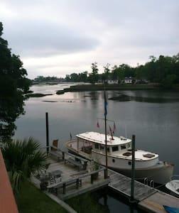 Captivating Waterfront Views! - Casa