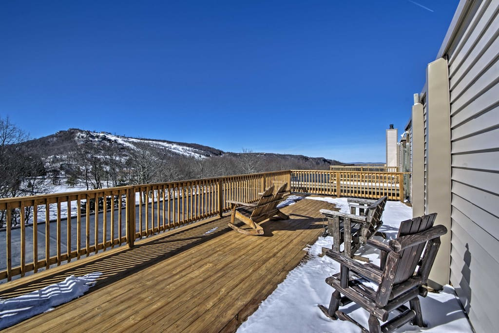 This unit sleeps up to 6 travelers and offers a private balcony with Grandfather Mountain views.