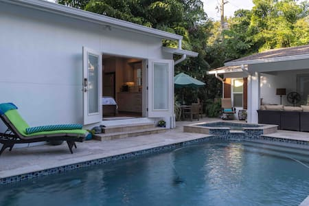 Cozy Private Bungalow with Pool Access