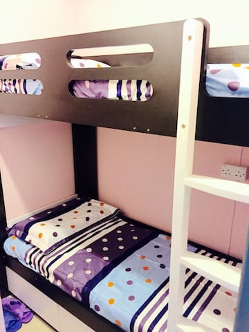 Bed (9), 2 beds in Female room 女生房, 3 mins to MTR - Hong Kong - Apartamento