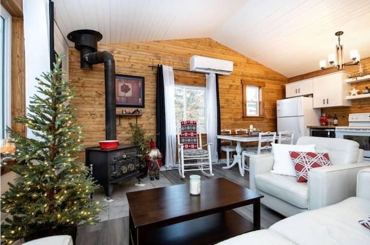 Cozy Cabin Getaway in St. Malo - Cabin 16