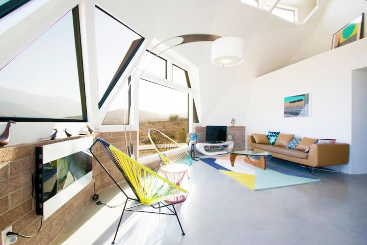 DOME HOUSE IG: @PalmSpringsDomeHouse 3 Bedrooms