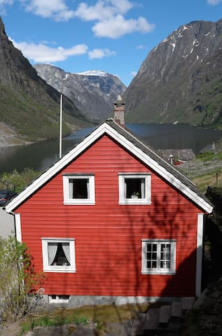 House with terrific fjord view - Gudvangen - Hus