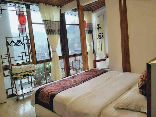 凤凰古城半山花园精品观景木质大床房