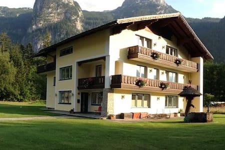 Fab double room! Landhaus Lilly B&B, Obertraun (1) - Obertraun