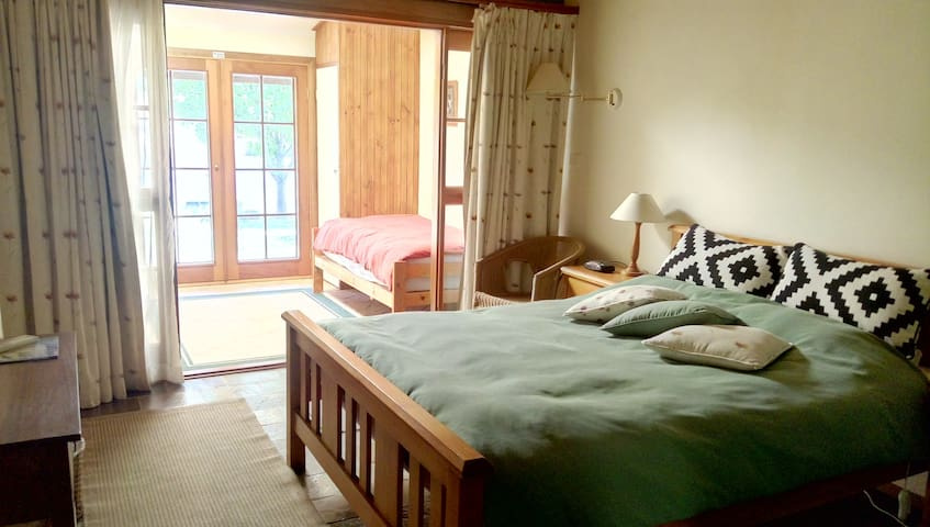 Lakeside Suite 2