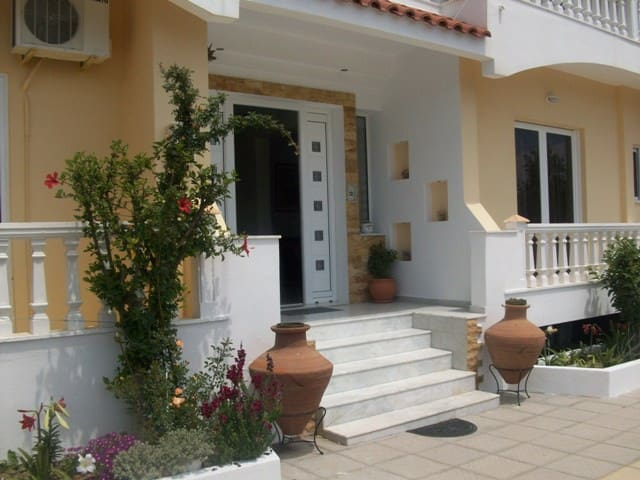 Hotel Varelis - Archangelos - Bed & Breakfast