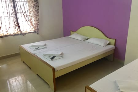 ROYAL FAMILY - 3 Bed AC Room - Coimbatore