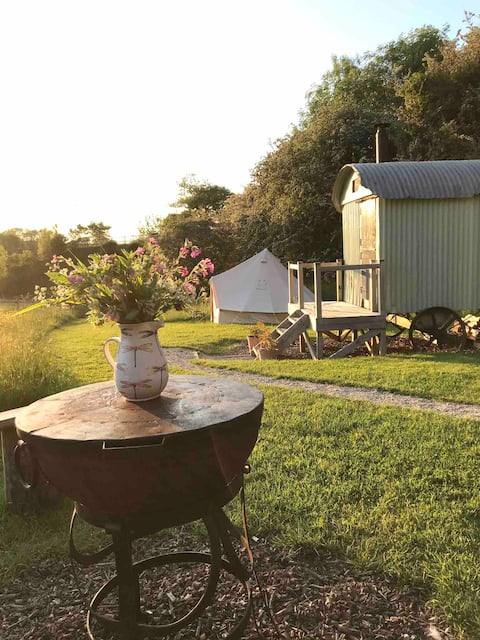 Glamping @Lime Cottage: charming secluded retreat