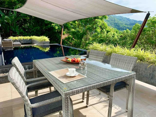 Outdoor dining table with view to the mountain side and valley.