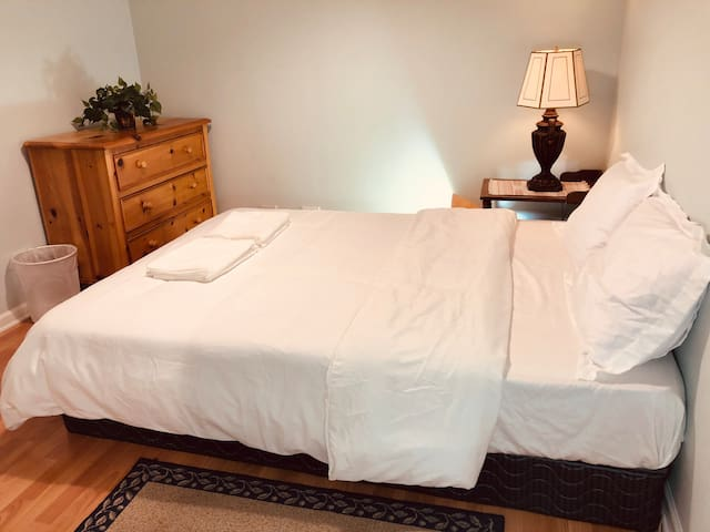 ❤️Private 5 Star Bright Room in City⭐Walk to Metra