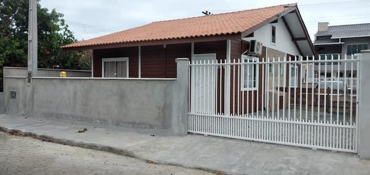 Casa de Praia 1 - Próximo Beto Carrero.
