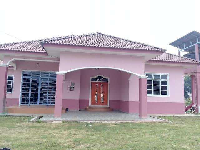 Ummi Noriah Guesthouse Tanah Merah