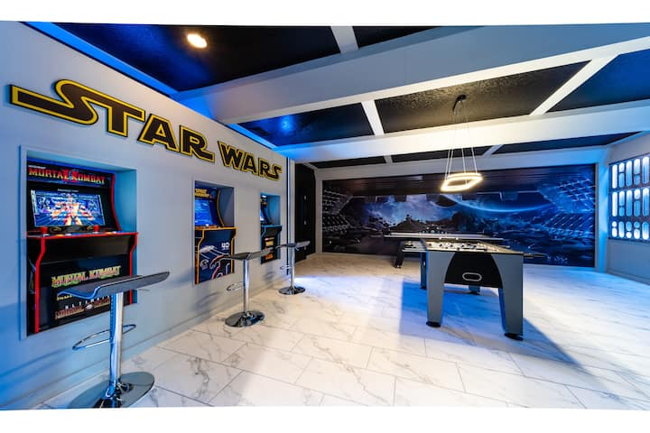 STAR WARS GAME ROOM! Private Pool Villa! Waterpark