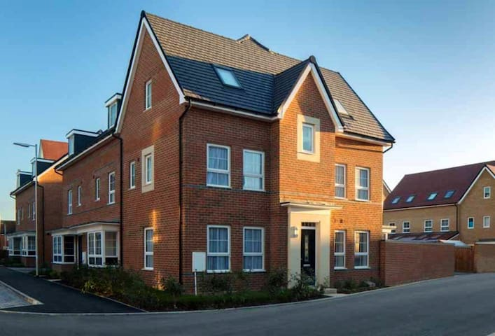 Stunning double rooms in new build By town center