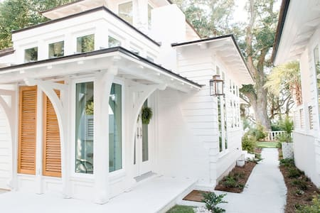Elegant Cottage on the Bluff Downtown Fairhope (B)