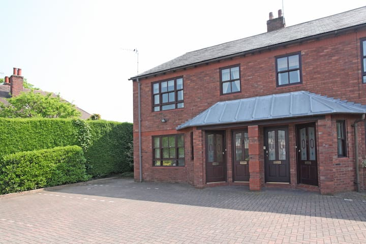 Ground floor apartment in Wilmslow