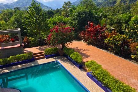 Casa al Borde del rio y la montaña  (los quemados) - Bonao