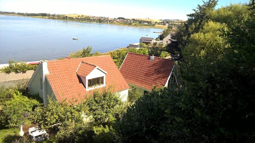 Hyggeligt hus med havudsigt tæt på lystbådehavn