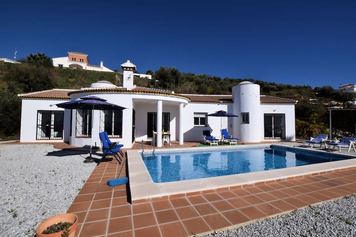 Magnificent Villa in Arenas with Swimming Pool