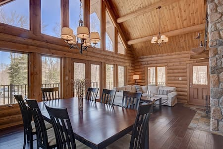 Log Cabin 25 minutes from Mont Tremblant (Hot Tub) - Labelle