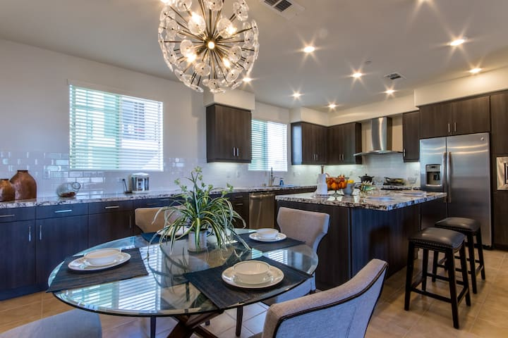 Modern and comfortable,Brand-new home in Irvine