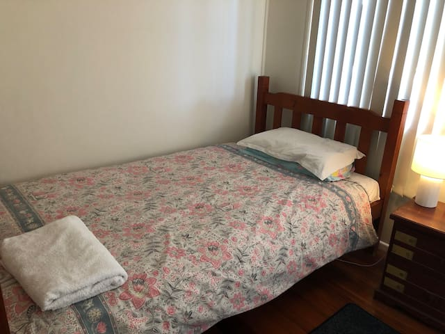 King-Single Bed - Private lockable room.
