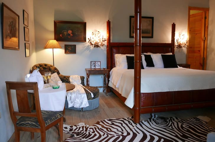 "AAVA Room 1, in the Gorgeous House ""La Maison"" - Villa Altagracia - Guesthouse"