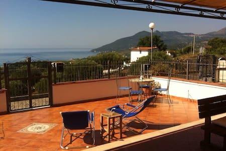 Villetta con vista sul golfo - Santa Marina