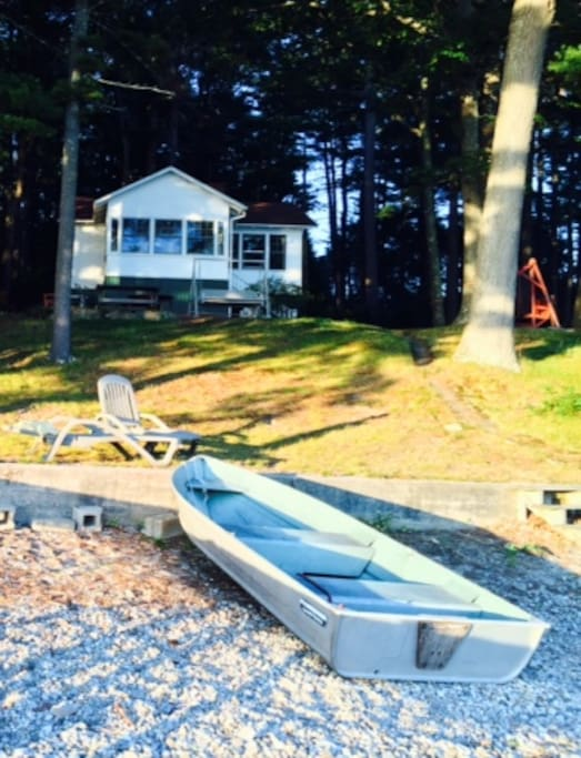 2 Bedroom cabin with lakefront sunroom, livingroom, kitchen, and more