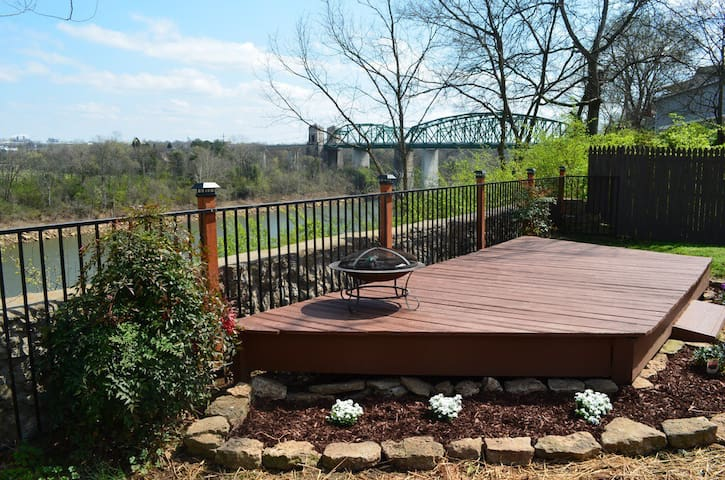Riverfront Home 15 minutes to downtown Nashville! - Nashville - Rumah