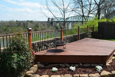 Riverfront Home 15 minutes to downtown Nashville! - 那什維爾