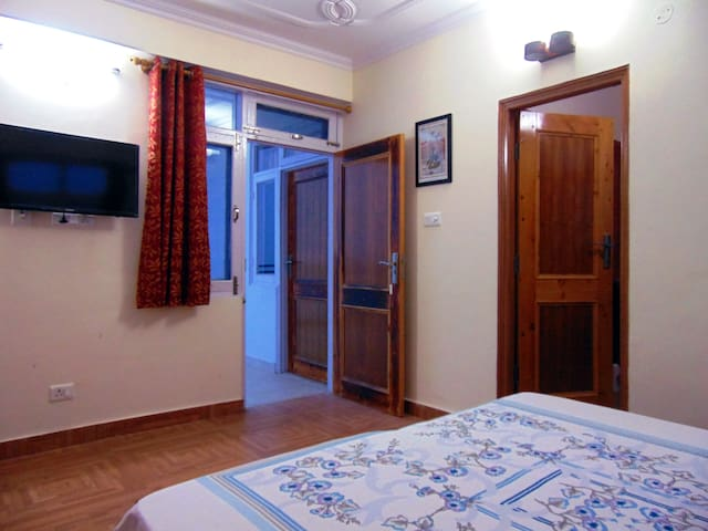 Aamantran Stays- Valley view rooms(Serene & calm) - Shoghi - Penzion (B&B)