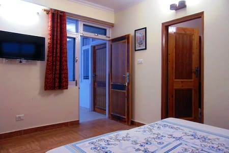 Aamantran Stays- Valley view rooms(Serene & calm) - Shoghi - Bed & Breakfast