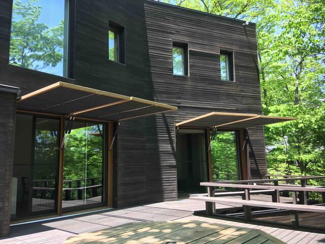 """信濃追分・軽井沢の静かな森の中に佇む「Villa H24」 """"Sense of isolation"""""""