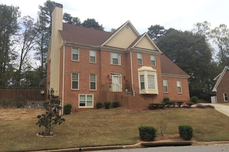Clean, comfy, and quiet home close to 285/85 - Tucker
