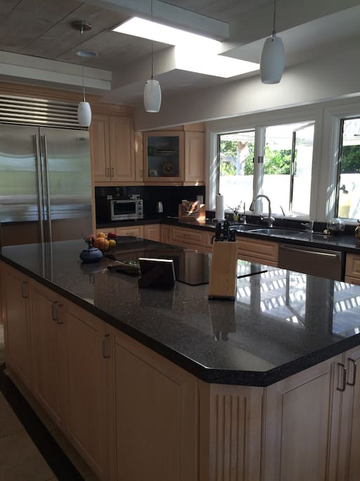 Access to bright, sunny, fully equipped kitchen for breakfast.