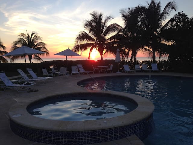 Cayman 7 M Beach at Crescent Point - Seven Mile Beach - Leilighet