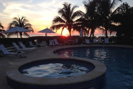 Cayman 7 M Beach at Crescent Point - Seven Mile Beach