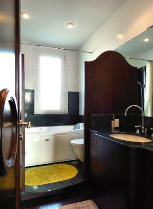 bathroom - all marmor - very nice Bad mit Wanne - alles mit Marmor
