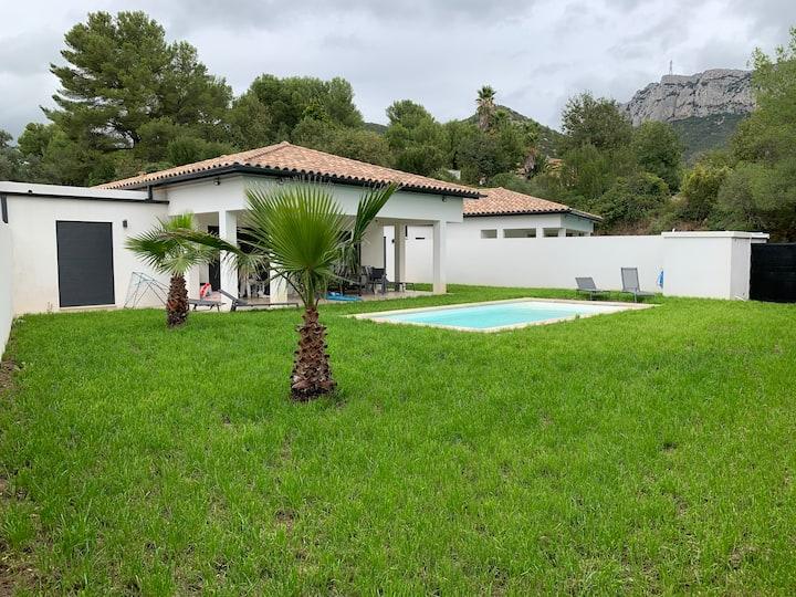 Villa piscine moderne