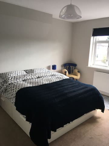 Large bedroom with private bathroom near Tube