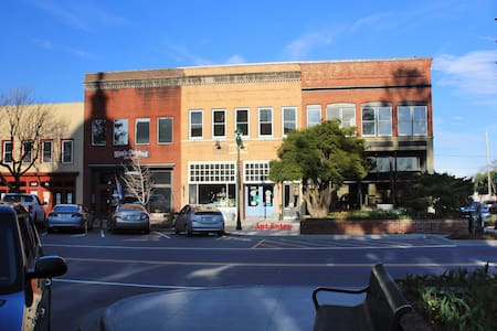 Historic Loft in Heart of Downtown! - Hendersonville - Departamento